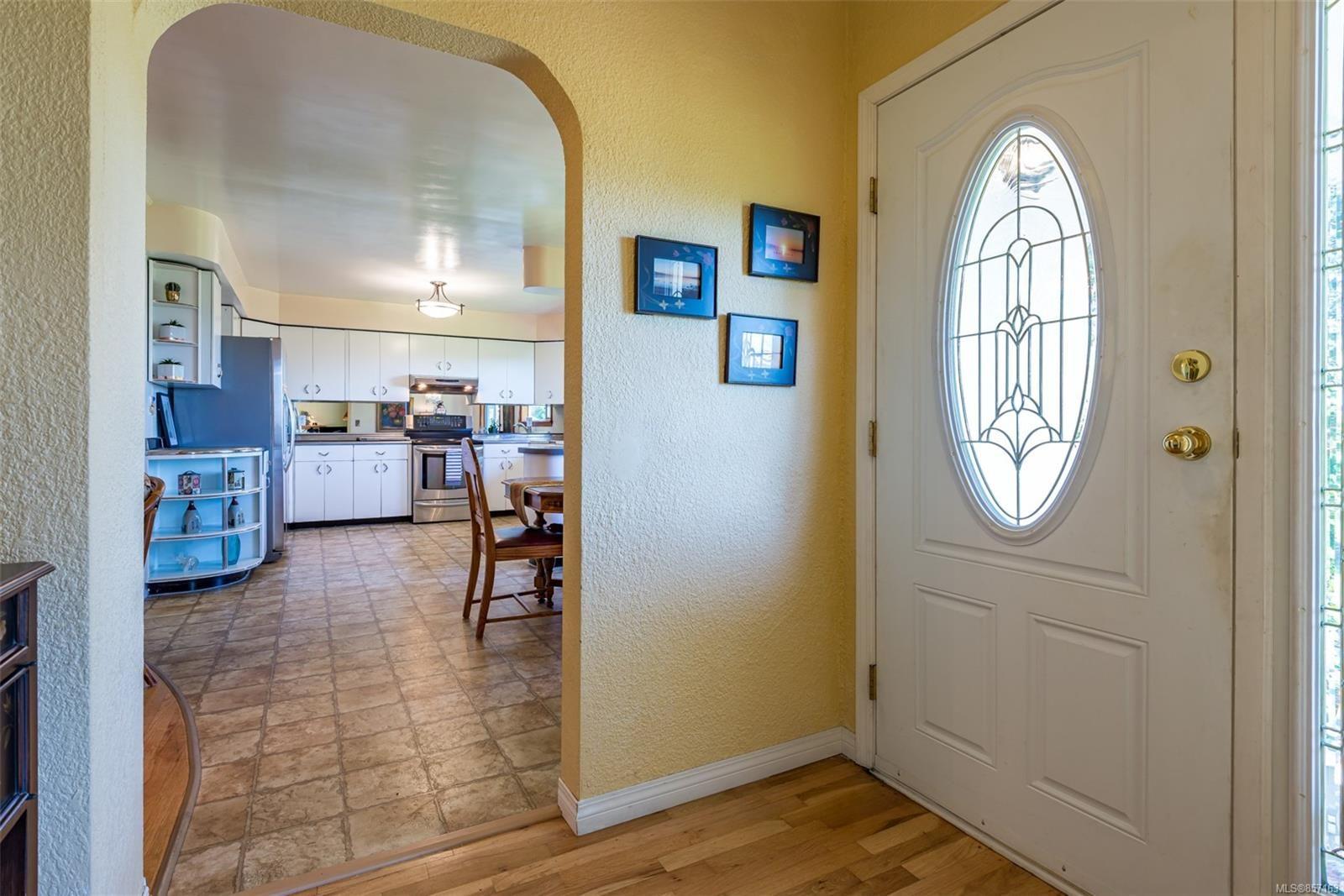 Photo 7: Photos: 4241 Buddington Rd in : CV Courtenay South House for sale (Comox Valley)  : MLS®# 857163