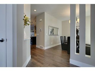 Photo 3: 3332 40 Street SW in CALGARY: Glenbrook Residential Attached for sale (Calgary)  : MLS®# C3548100