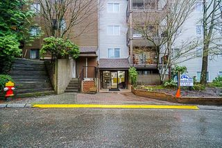"""Photo 3: 407 10698 151A Street in Surrey: Guildford Condo for sale in """"LINCOLN HILL"""" (North Surrey)  : MLS®# R2330178"""