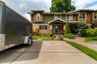 """Photo 1: 28 5960 COWICHAN Street in Chilliwack: Vedder S Watson-Promontory Townhouse for sale in """"QUARTERS WEST"""" (Sardis)  : MLS®# R2580824"""