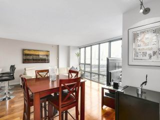 """Photo 7: 2202 930 CAMBIE Street in Vancouver: Yaletown Condo for sale in """"PACIFIC PLACE LANDMARK 2"""" (Vancouver West)  : MLS®# R2161898"""