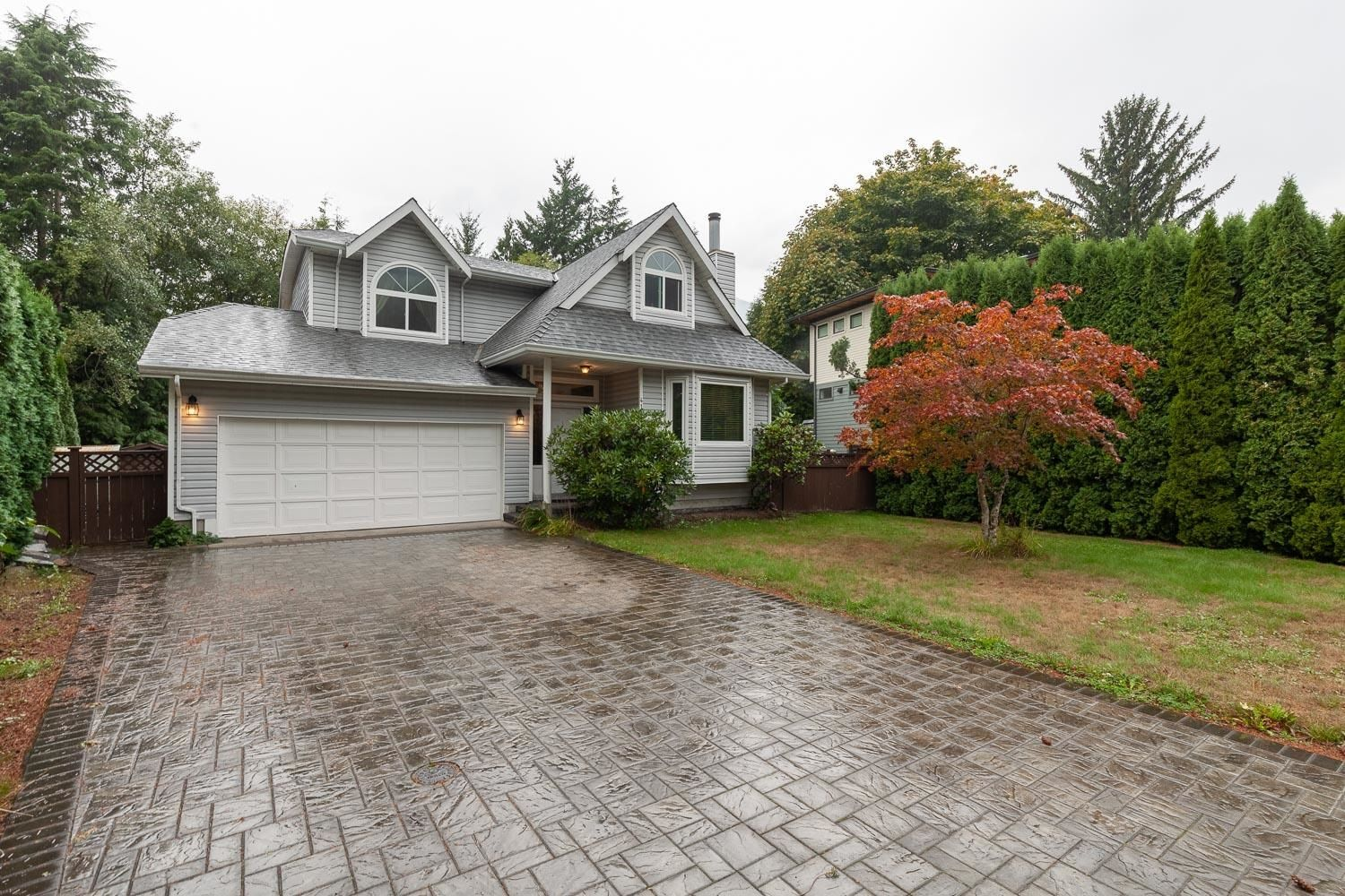 """Main Photo: 41361 KINGSWOOD Road in Squamish: Brackendale House for sale in """"BRACKENDALE"""" : MLS®# R2618512"""
