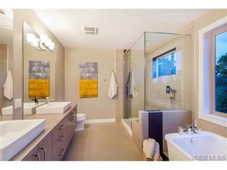 Photo 17: 114 1177 Deerview Pl in VICTORIA: La Bear Mountain House for sale (Langford)  : MLS®# 684098