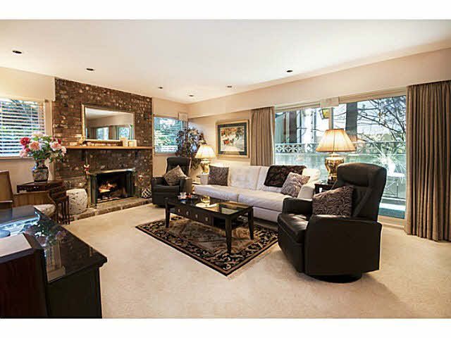 """Main Photo: 101 325 W 3RD Street in North Vancouver: Lower Lonsdale Condo for sale in """"HARBOURVIEW"""" : MLS®# V1110069"""