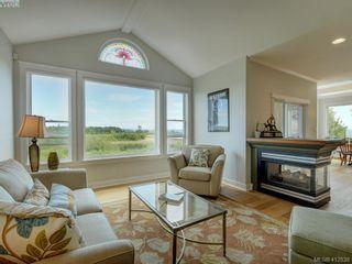 Photo 4: 7013 Beach View Crt in SAANICHTON: CS Island View House for sale (Central Saanich)  : MLS®# 818670