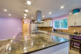 Photo 2: 894 NORTH Road in Gibsons: Gibsons & Area House for sale (Sunshine Coast)  : MLS®# R2570173