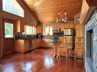 """Photo 6: 2347 CHEAKAMUS Way in Whistler: Bayshores House for sale in """"Bayshores"""" : MLS®# R2595543"""
