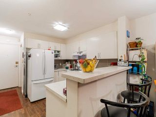 """Photo 9: 109 688 E 16TH Avenue in Vancouver: Fraser VE Condo for sale in """"Vintage Eastside"""" (Vancouver East)  : MLS®# R2586848"""