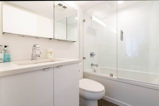 """Photo 13: 1505 907 BEACH Avenue in Vancouver: Yaletown Condo for sale in """"CORAL COURT"""" (Vancouver West)  : MLS®# R2591176"""