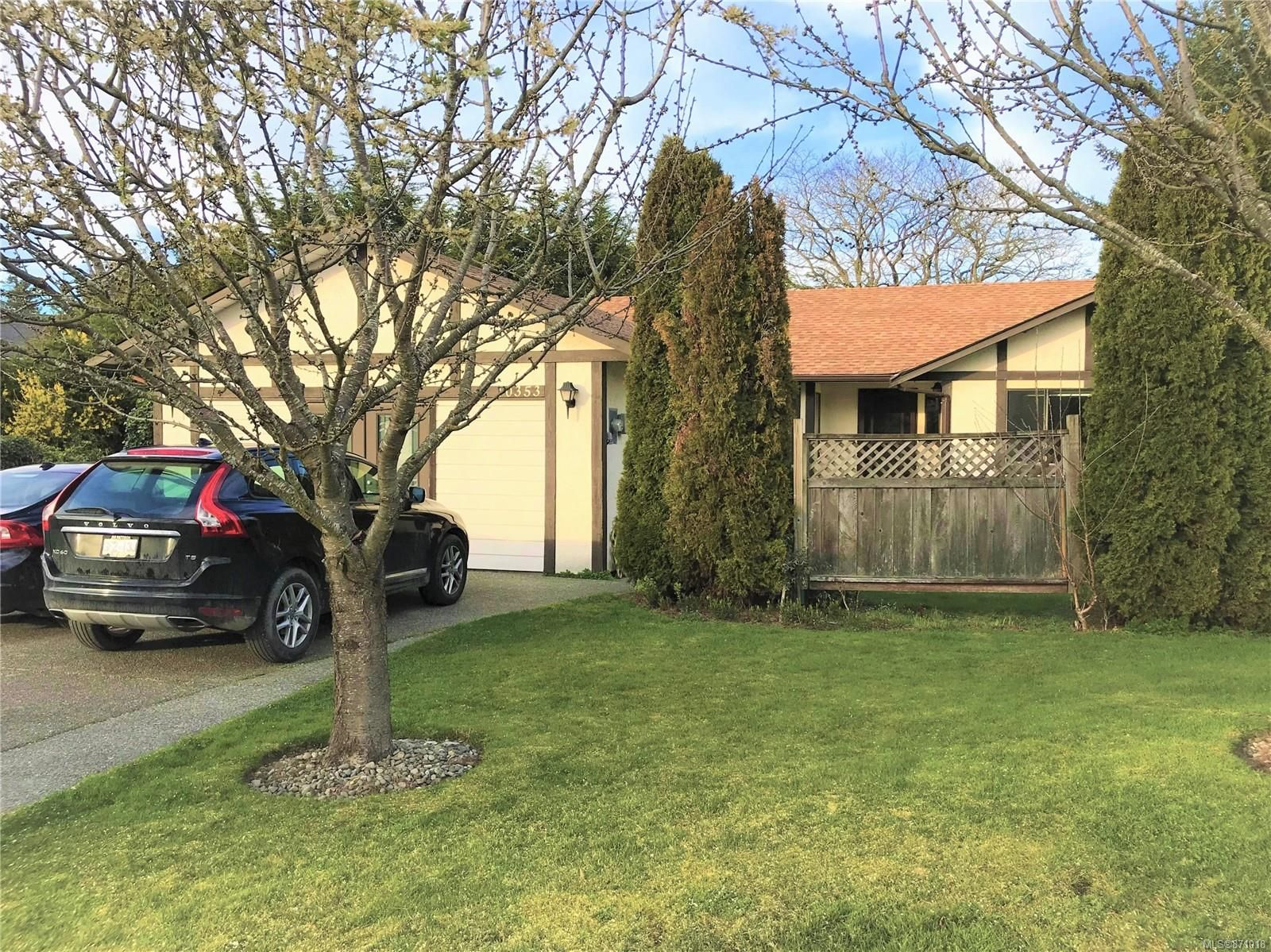 Main Photo: 10353 Devlin Pl in : Si Sidney North-East House for sale (Sidney)  : MLS®# 871018