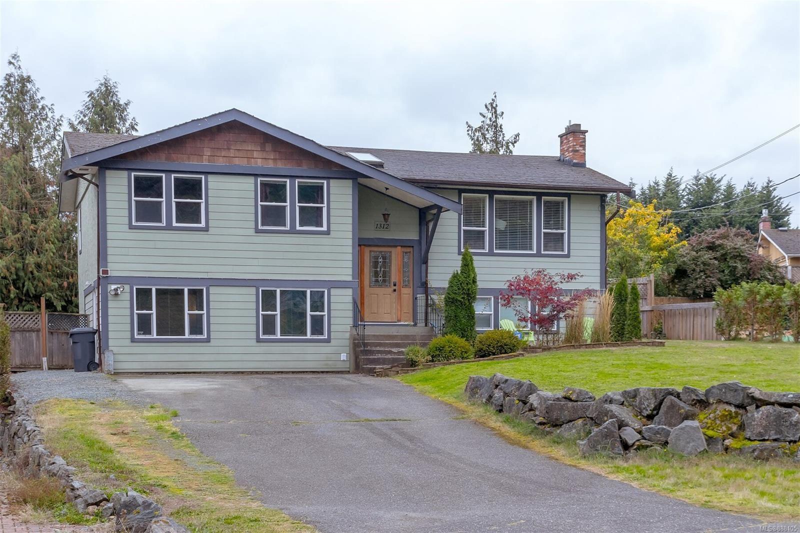 Main Photo: 1312 Wilhelmina Way in Langford: La Glen Lake House for sale : MLS®# 888105