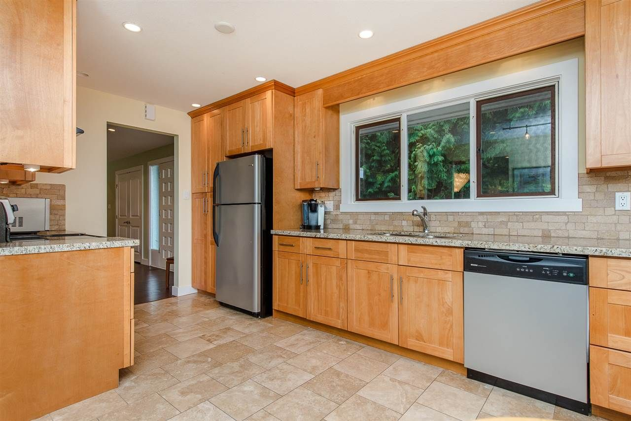 """Photo 13: Photos: 42737 OLD ORCHARD Road in Chilliwack: Chilliwack Mountain House for sale in """"Chilliwack Mountain"""" : MLS®# R2201950"""