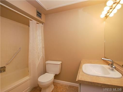Photo 10: Photos: 3815 Campus Crescent in VICTORIA: SE Mt Tolmie Residential for sale (Saanich East)  : MLS®# 336697
