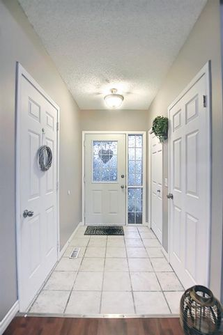 Photo 5: 144 Martinwood Court NE in Calgary: Martindale Detached for sale : MLS®# A1126396