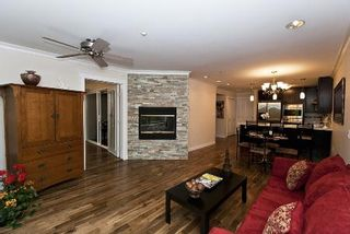 Photo 8: REALLY GORGEOUS 1BR PLUS DEN!