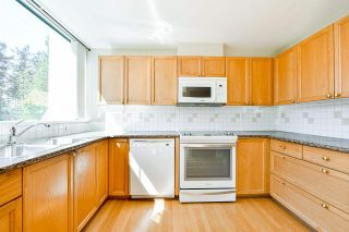 """Photo 7: 203 1705 MARTIN Drive in Surrey: Sunnyside Park Surrey Condo for sale in """"Southwynd"""" (South Surrey White Rock)  : MLS®# R2576884"""