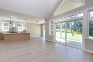 Photo 4: 2136 Champions Way in : La Bear Mountain House for sale (Langford)  : MLS®# 863691