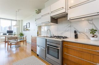 """Photo 4: 901 718 MAIN Street in Vancouver: Strathcona Condo for sale in """"Ginger"""" (Vancouver East)  : MLS®# R2590800"""