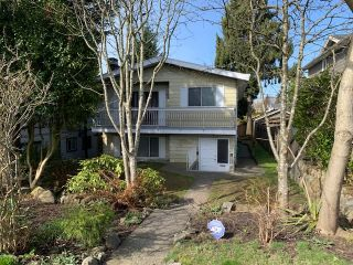 Main Photo: 1535 RIDGEWAY Avenue in North Vancouver: Central Lonsdale House for sale : MLS®# R2561861