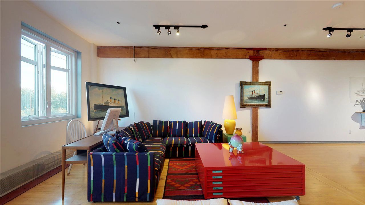 """Photo 5: Photos: 221 2556 E HASTINGS Street in Vancouver: Renfrew VE Condo for sale in """"L'Atelier"""" (Vancouver East)  : MLS®# R2275528"""