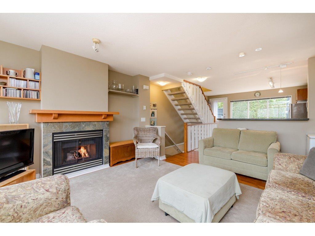 Photo 5: Photos: 6771 VILLAGE GRN in Burnaby: Highgate Townhouse for sale (Burnaby South)  : MLS®# R2439799