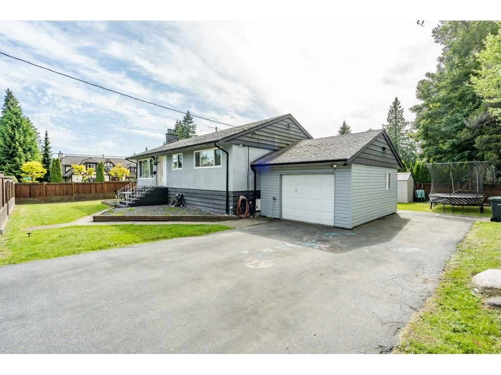 Main Photo: 534 BLUE MOUNTAIN Street in Coquitlam: Coquitlam West House for sale : MLS®# R2460178