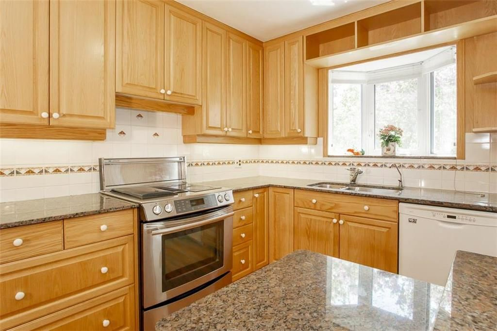 Photo 10: Photos: 128 Sterling Avenue in Winnipeg: Meadowood Residential for sale (2E)  : MLS®# 202011390