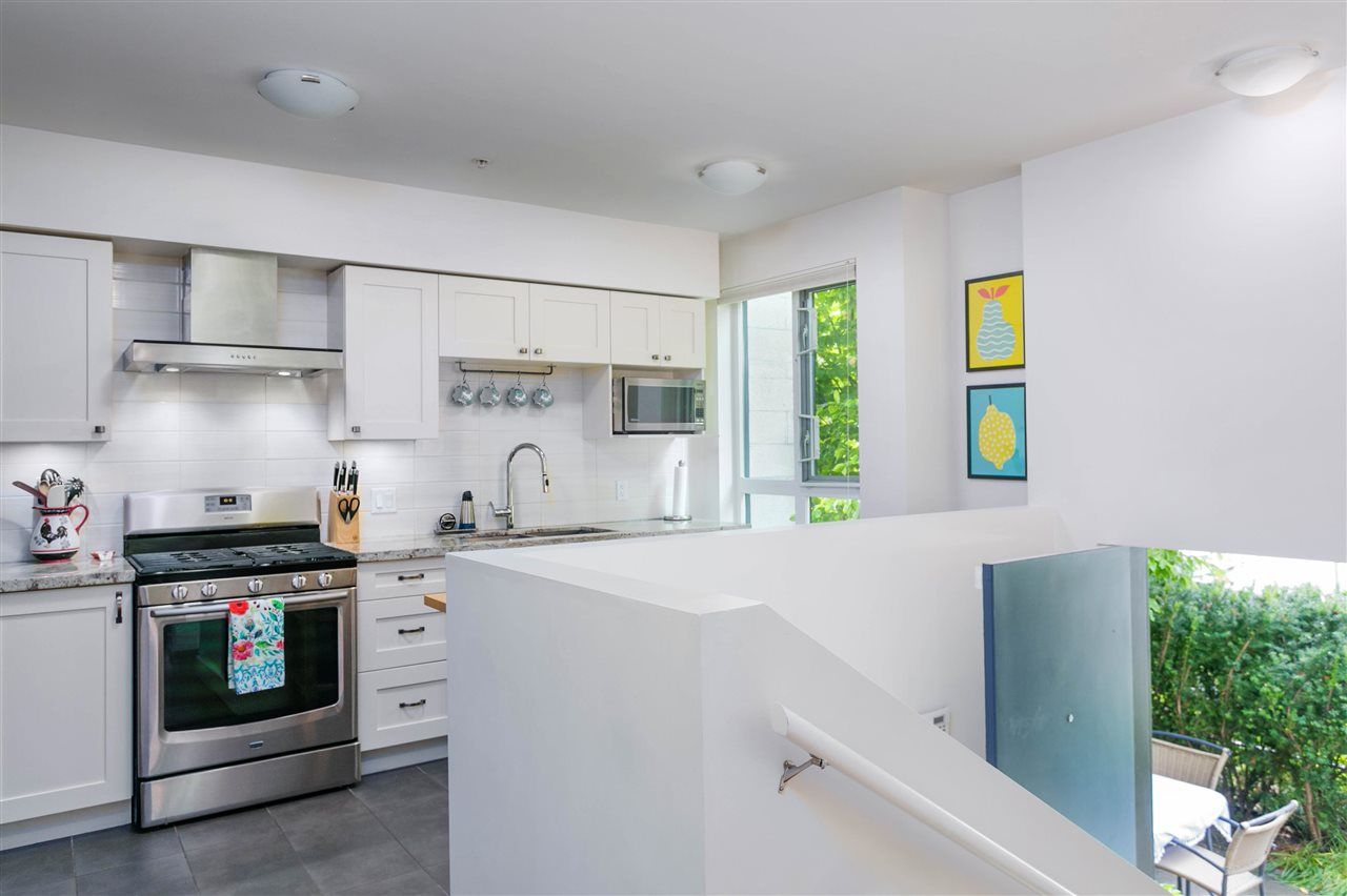 """Photo 6: Photos: 401 E 16TH Avenue in Vancouver: Mount Pleasant VE Condo for sale in """"Sixteen East"""" (Vancouver East)  : MLS®# R2494870"""