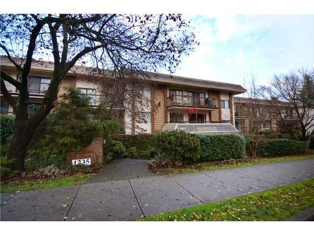 """Main Photo: 105 1235 W 15TH Avenue in Vancouver: Fairview VW Condo for sale in """"THE SHAUGHNESSY"""" (Vancouver West)  : MLS®# V920886"""
