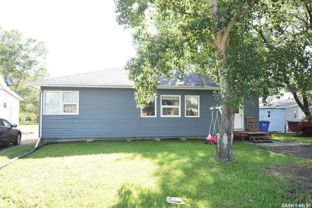 Main Photo: 120 6th Street in Milestone: Residential for sale : MLS®# SK852449