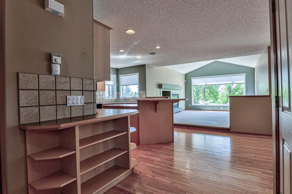 Photo 4: Photos: 106 Everwillow Close SW in Calgary: Evergreen Detached for sale : MLS®# A1116249
