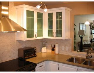 """Photo 2: 310 6860 RUMBLE Street in Burnaby: South Slope Condo for sale in """"GOVERNORS WALK"""" (Burnaby South)  : MLS®# V645334"""