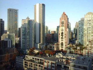 "Photo 3: 2005 212 DAVIE Street in Vancouver: Yaletown Condo for sale in ""Parkview Gardens"" (Vancouver West)  : MLS®# R2218956"