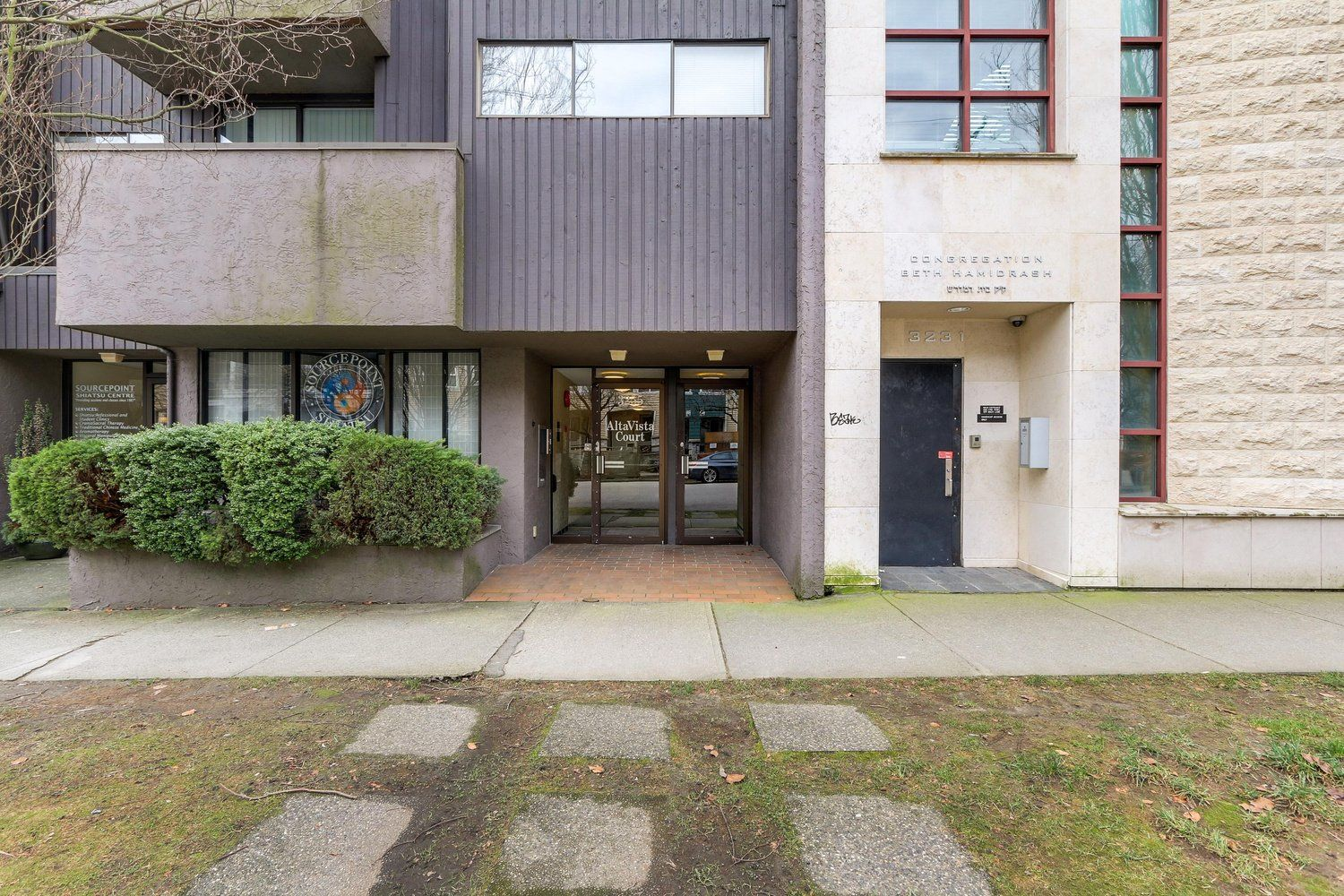 """Main Photo: 206 3255 HEATHER Street in Vancouver: Cambie Condo for sale in """"ALTA VISTA COURT"""" (Vancouver West)  : MLS®# R2484129"""
