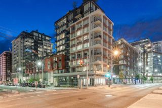 """Photo 3: PH615 161 E 1ST Avenue in Vancouver: Mount Pleasant VE Condo for sale in """"BLOCK 100"""" (Vancouver East)  : MLS®# R2195060"""
