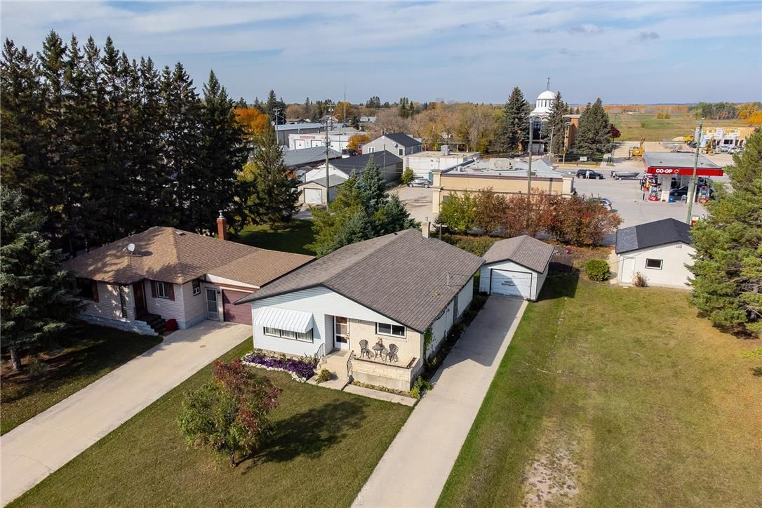 Main Photo: 821 Ashton Avenue in Beausejour: House for sale : MLS®# 202124144