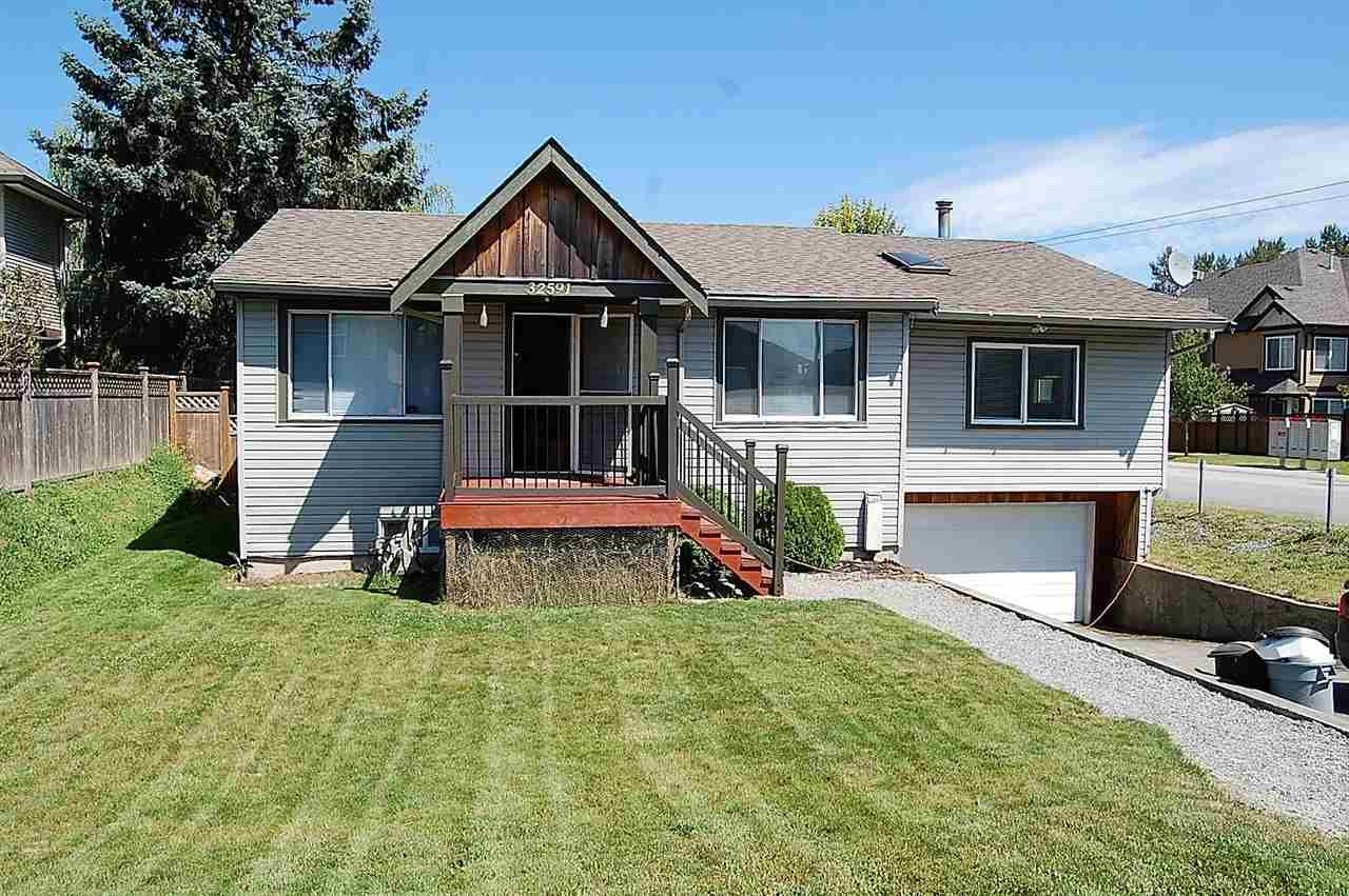 Main Photo: 32591 EGGLESTONE Avenue in Mission: Mission BC House for sale : MLS®# R2095050