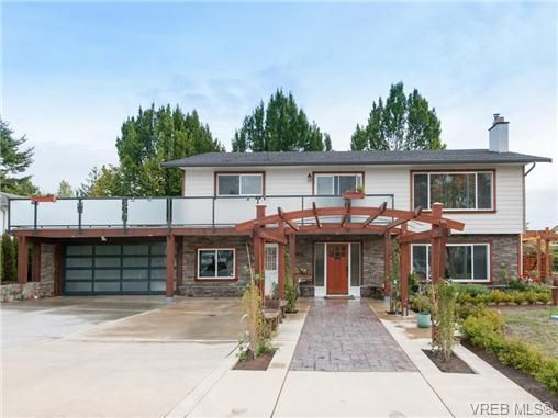 Main Photo: 1813 Chimo Pl in VICTORIA: SE Lambrick Park House for sale (Saanich East)  : MLS®# 711955