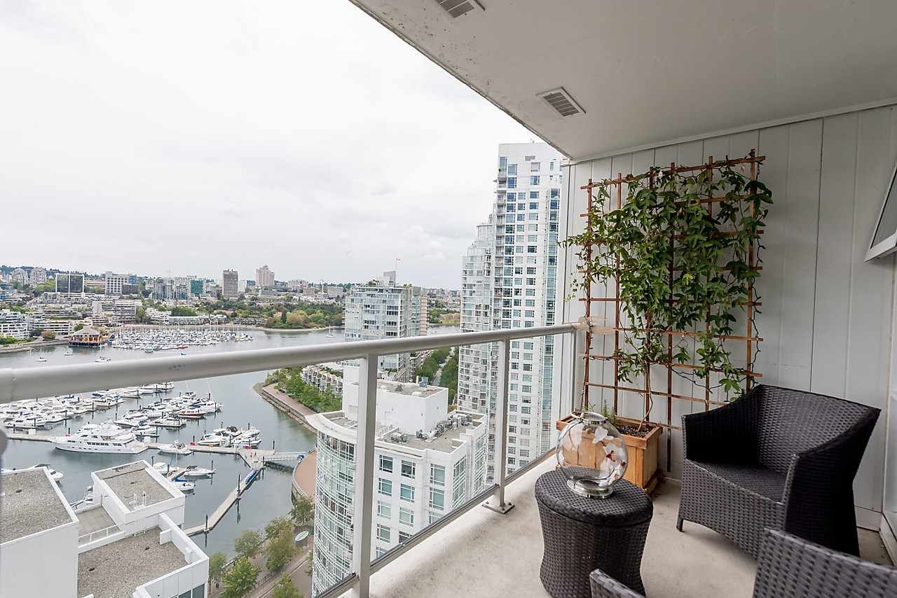 "Photo 10: Photos: 2508 193 AQUARIUS Mews in Vancouver: Yaletown Condo for sale in ""MARINASIDE RESORT RESIDENCES"" (Vancouver West)  : MLS®# R2106066"
