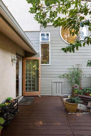 Photo 34: 986 Fir Tree Glen in : SE Broadmead House for sale (Saanich East)  : MLS®# 881671