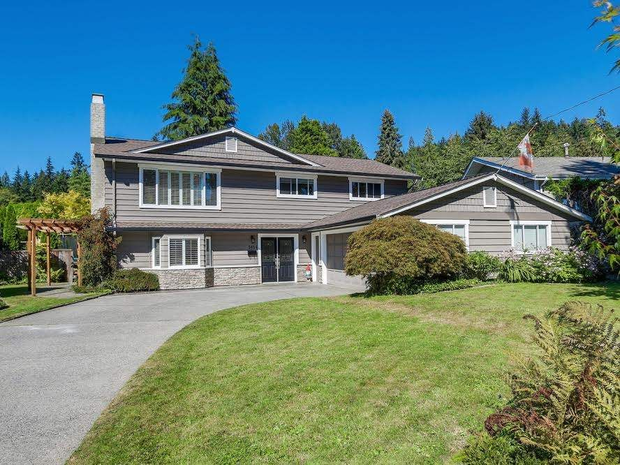 """Main Photo: 2624 DERBYSHIRE Way in North Vancouver: Blueridge NV House for sale in """"BLUERIDGE"""" : MLS®# R2101551"""