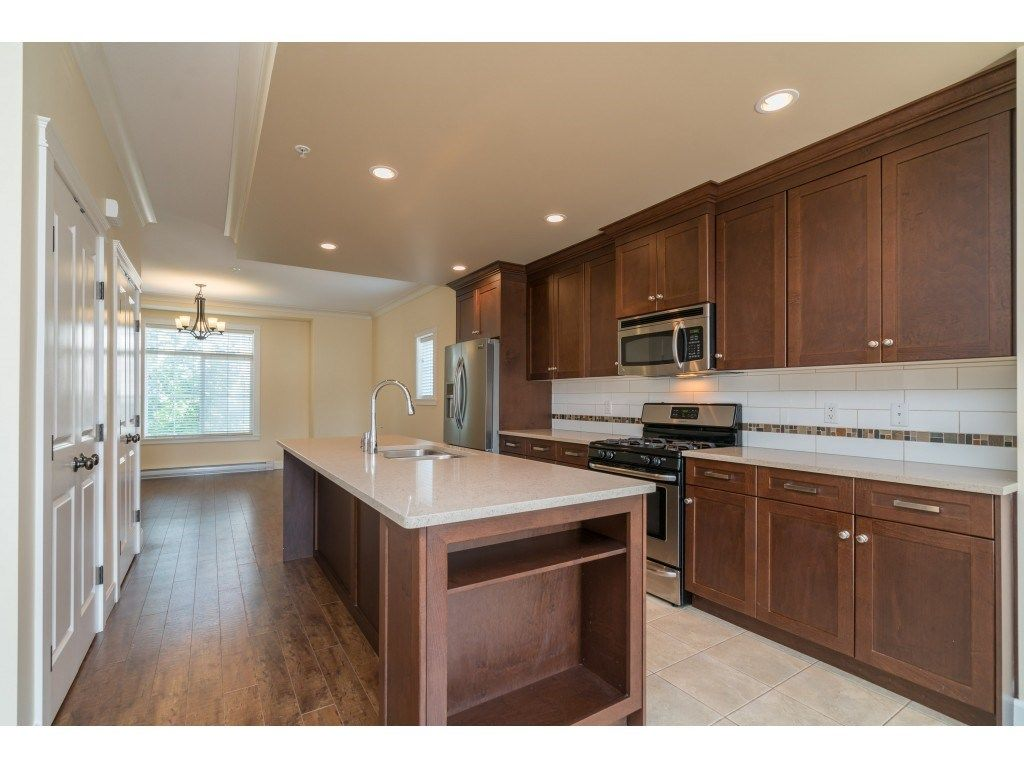 """Photo 3: Photos: 20 45290 SOOWAHLIE Crescent in Chilliwack: Vedder S Watson-Promontory Townhouse for sale in """"PARK GATE"""" (Sardis)  : MLS®# R2504306"""