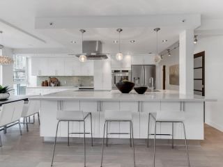 """Photo 10: 801 1383 MARINASIDE Crescent in Vancouver: Yaletown Condo for sale in """"COLUMBUS"""" (Vancouver West)  : MLS®# R2504775"""