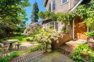 Photo 1: 2588 COURTENAY Street in Vancouver: Point Grey House for sale (Vancouver West)  : MLS®# R2614597