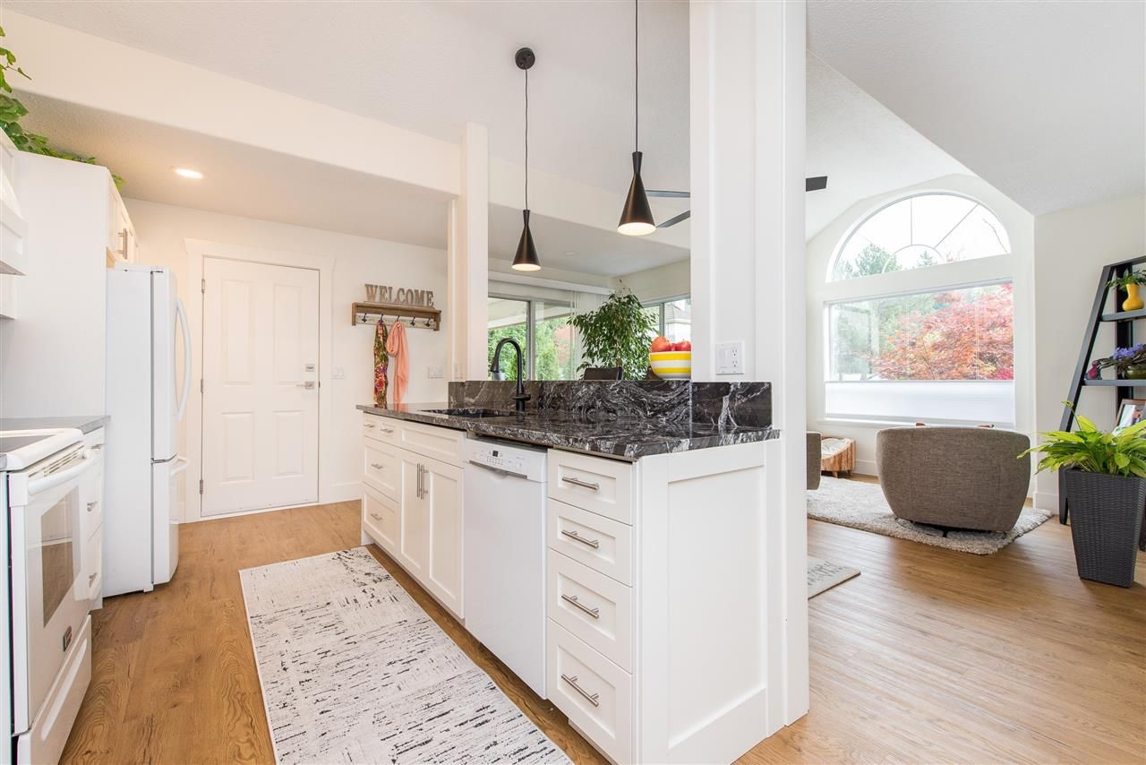 """Photo 6: Photos: 62 4001 OLD CLAYBURN Road in Abbotsford: Abbotsford East Townhouse for sale in """"CEDAR SPRINGS"""" : MLS®# R2513100"""