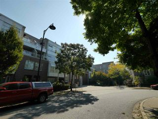 "Photo 3: 315 2768 CRANBERRY Drive in Vancouver: Kitsilano Condo for sale in ""ZYDECO"" (Vancouver West)  : MLS®# R2566057"