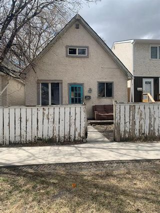 Photo 1: 282 Toronto Street in Winnipeg: West End Residential for sale (5A)  : MLS®# 202112825