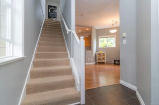 Photo 5: 102 951 Goldstream Ave in : La Langford Proper Row/Townhouse for sale (Langford)  : MLS®# 886212