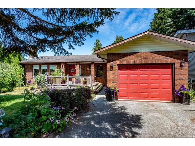 FEATURED LISTING: 33505 KIRK Avenue Abbotsford