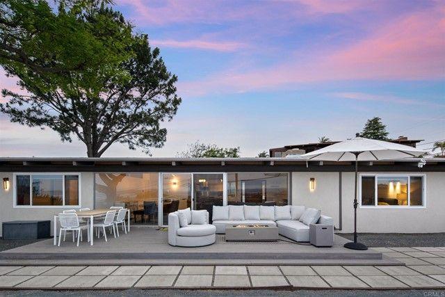 Main Photo: House for sale : 3 bedrooms : 1050 La Jolla Rancho Rd in La Jolla